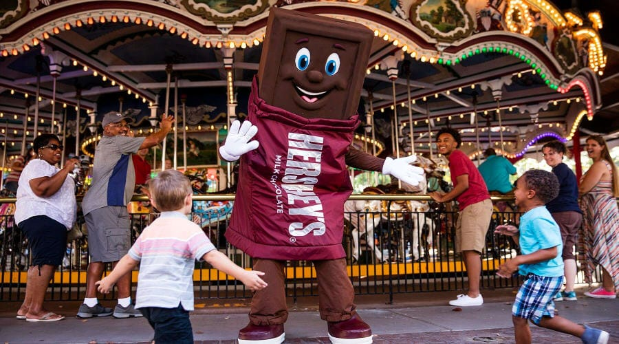 Look for candy characters at Hersheypark with kids