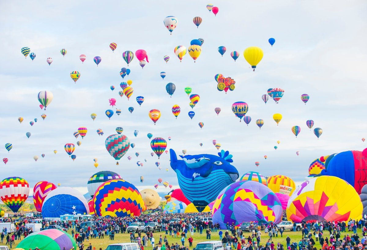 Albuquerque International Balloon Fiesta is the world's biggest hot air balloon festival
