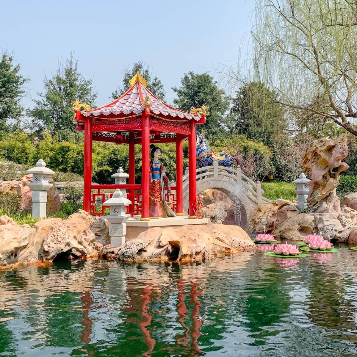 Mulan display on Voyage to the Crystal Grotto at Shanghai Disneyland