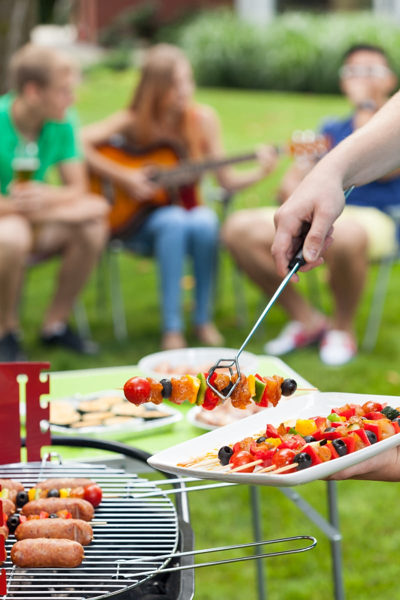 11 Backyard Barbecue Party Tips to Impress Your Guests ...