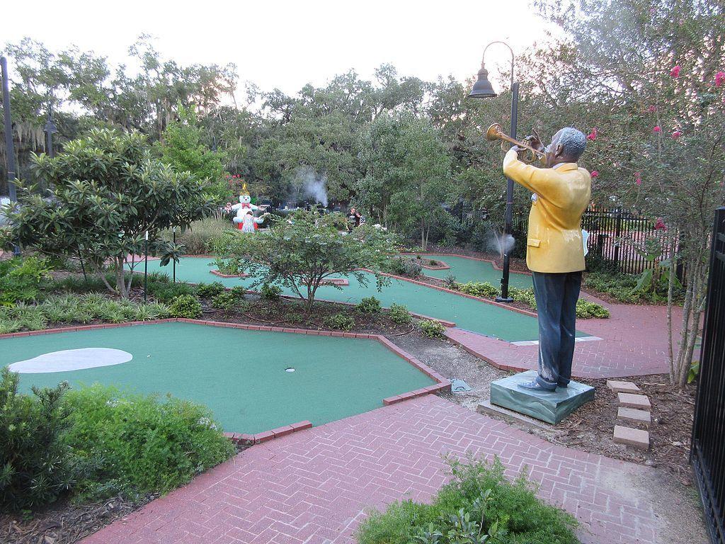 City Putt miniature golf course for families in New Orleans