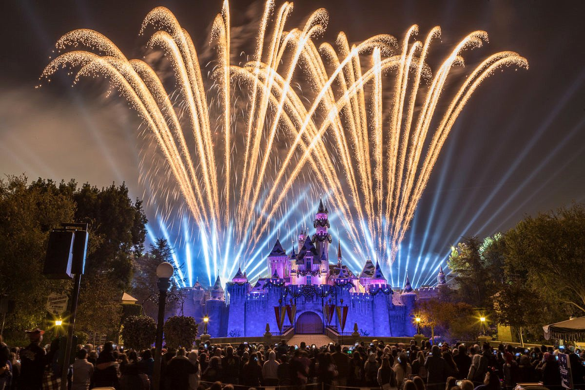 """""""Believe...In Holiday Magic"""" Fireworks Spectacular at Disneyland"""