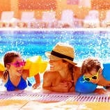 Single parent on vacation with kids