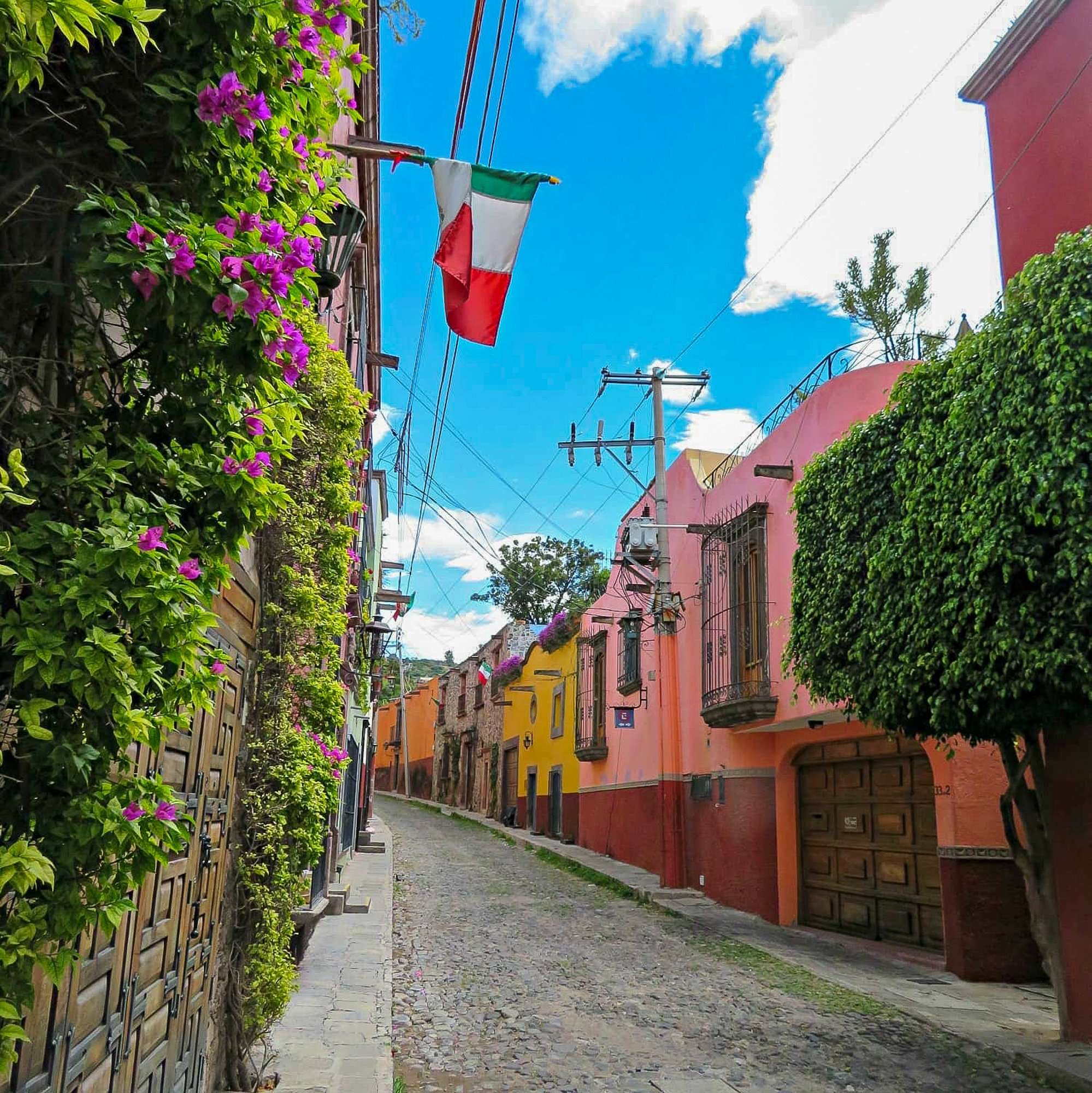 San Miguel de Allende's colorful colonial architecture and cobblestone streets