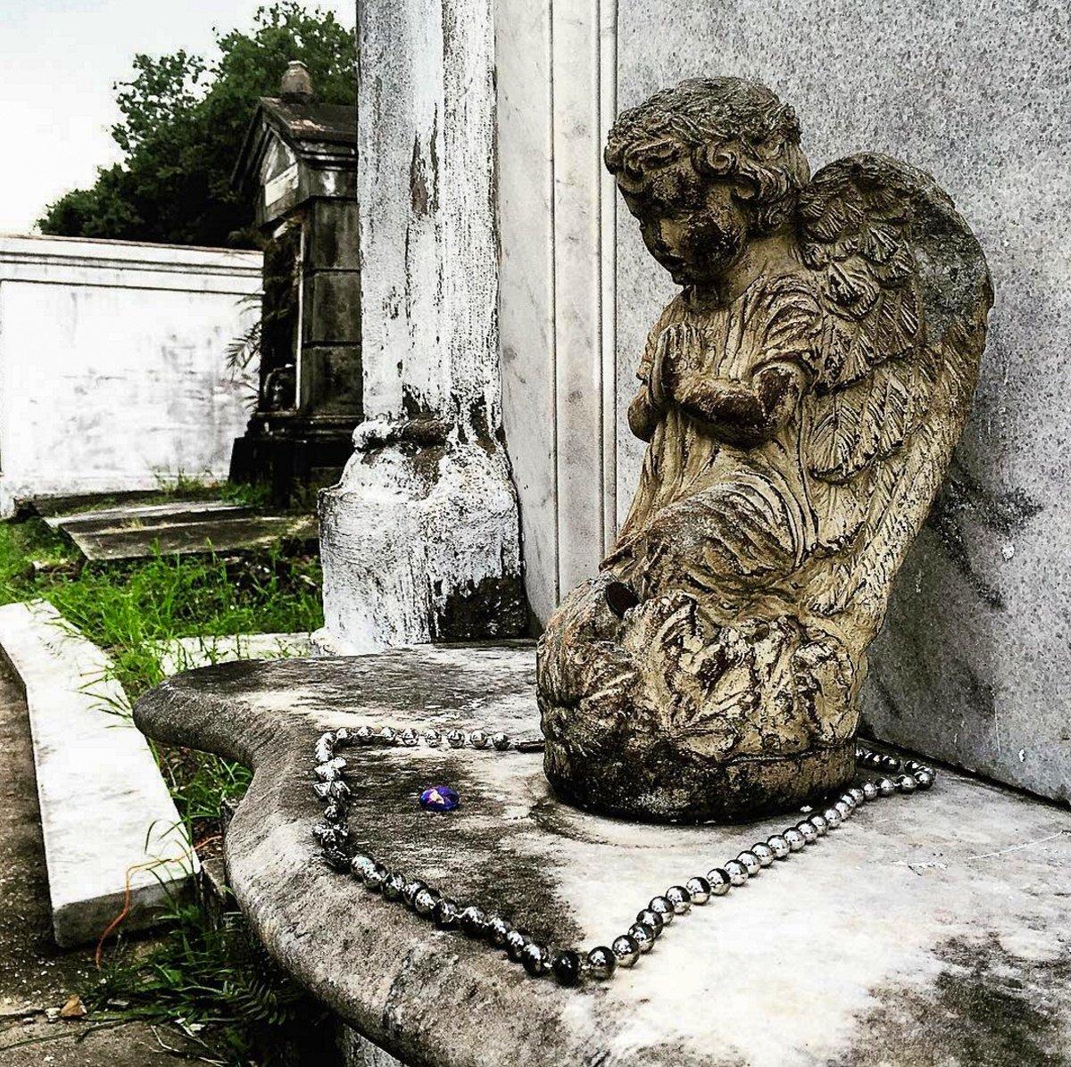 Angel statue in Lafayette Cemetery #1