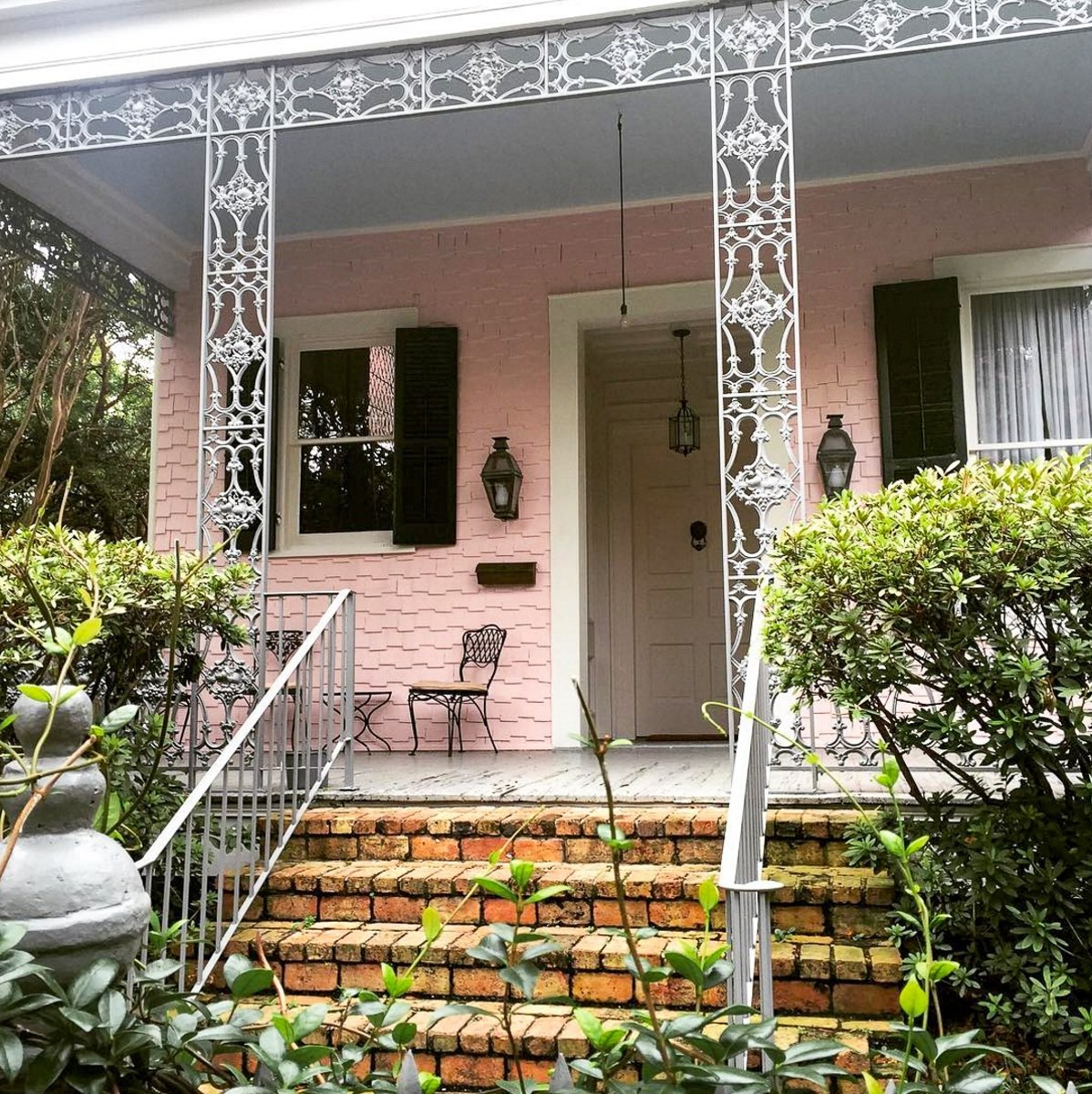Pink house in the Garden District in New Orleans