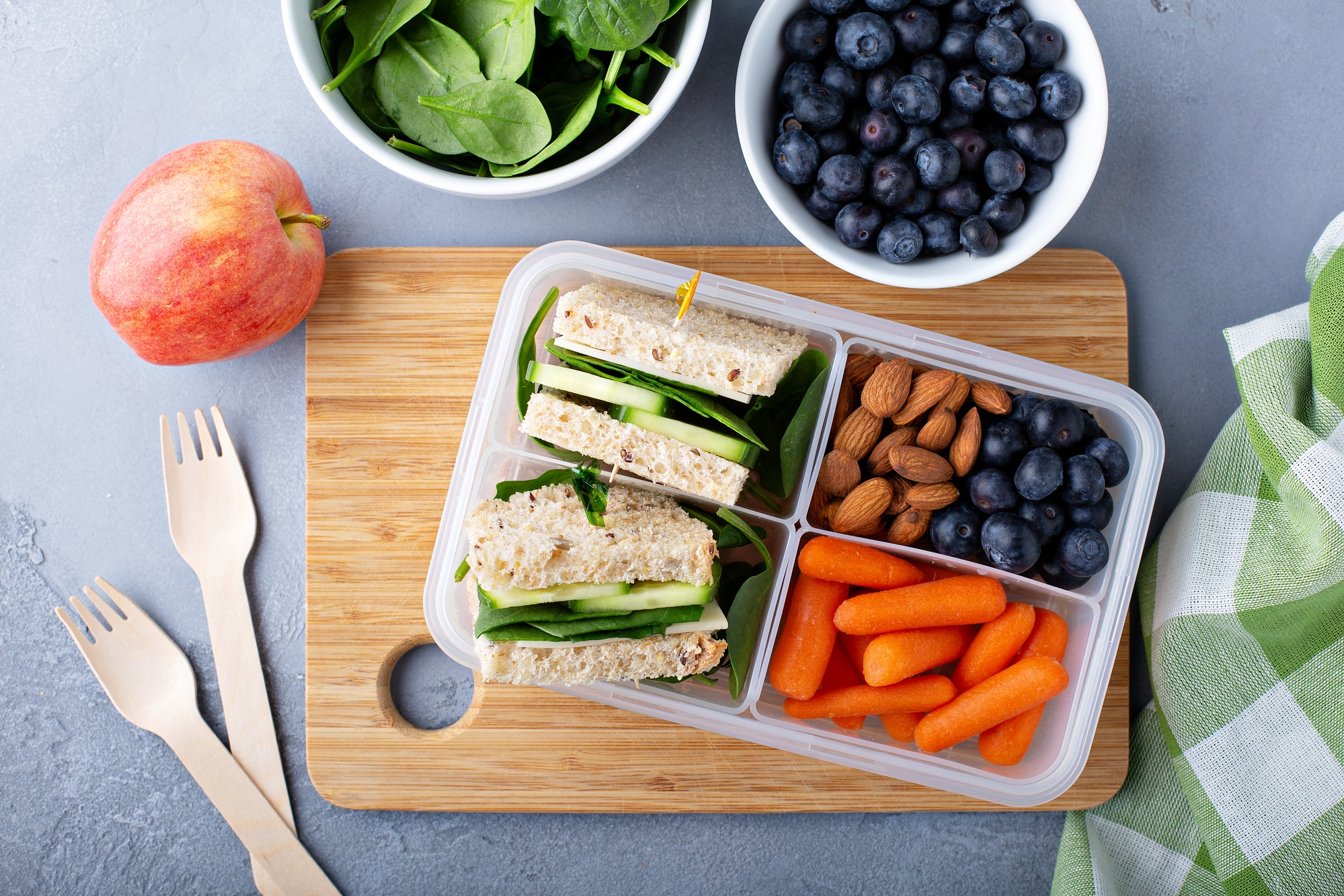 Pack healthy foods to eat during the journey