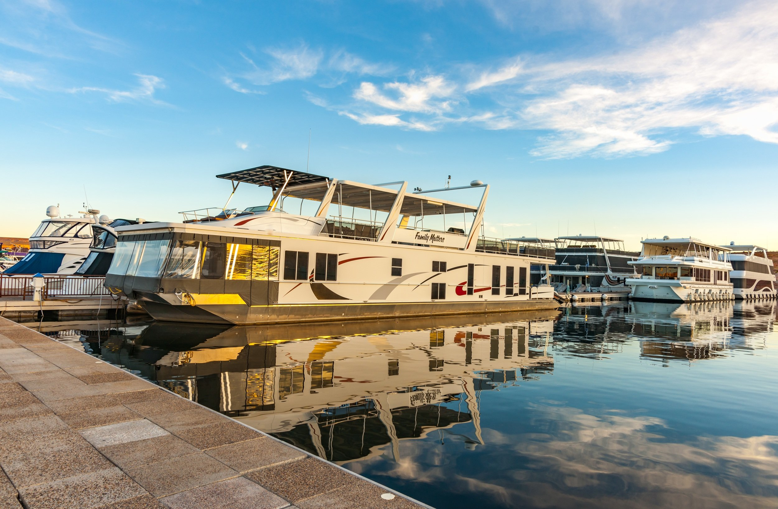 Houseboats for rent on Lake Powell