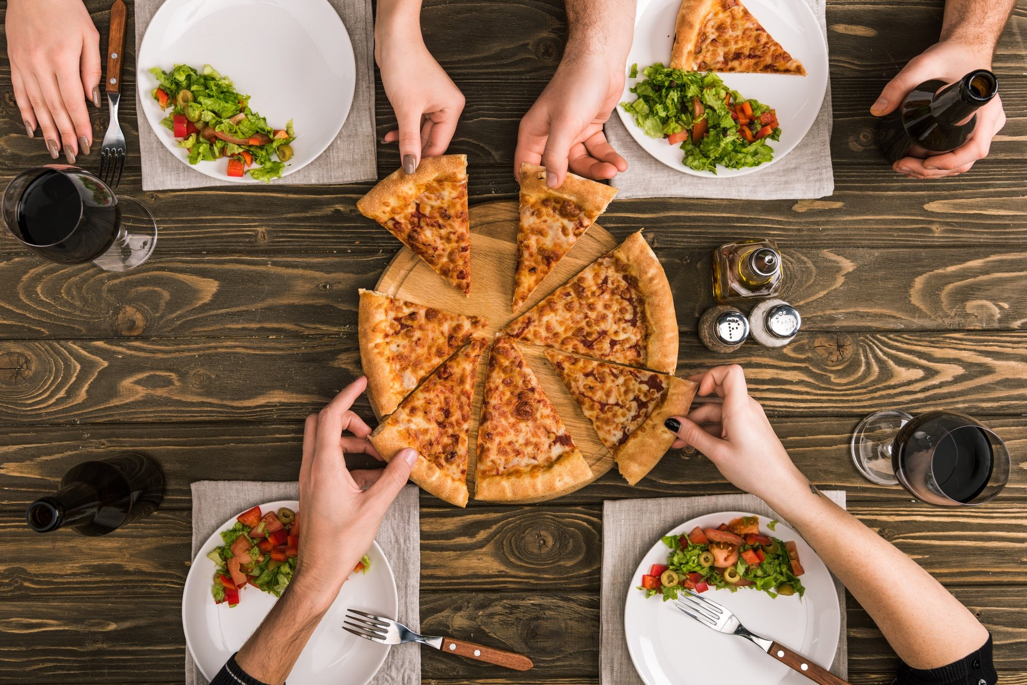 Pizza is a meal the whole family will enjoy for your destination family reunion