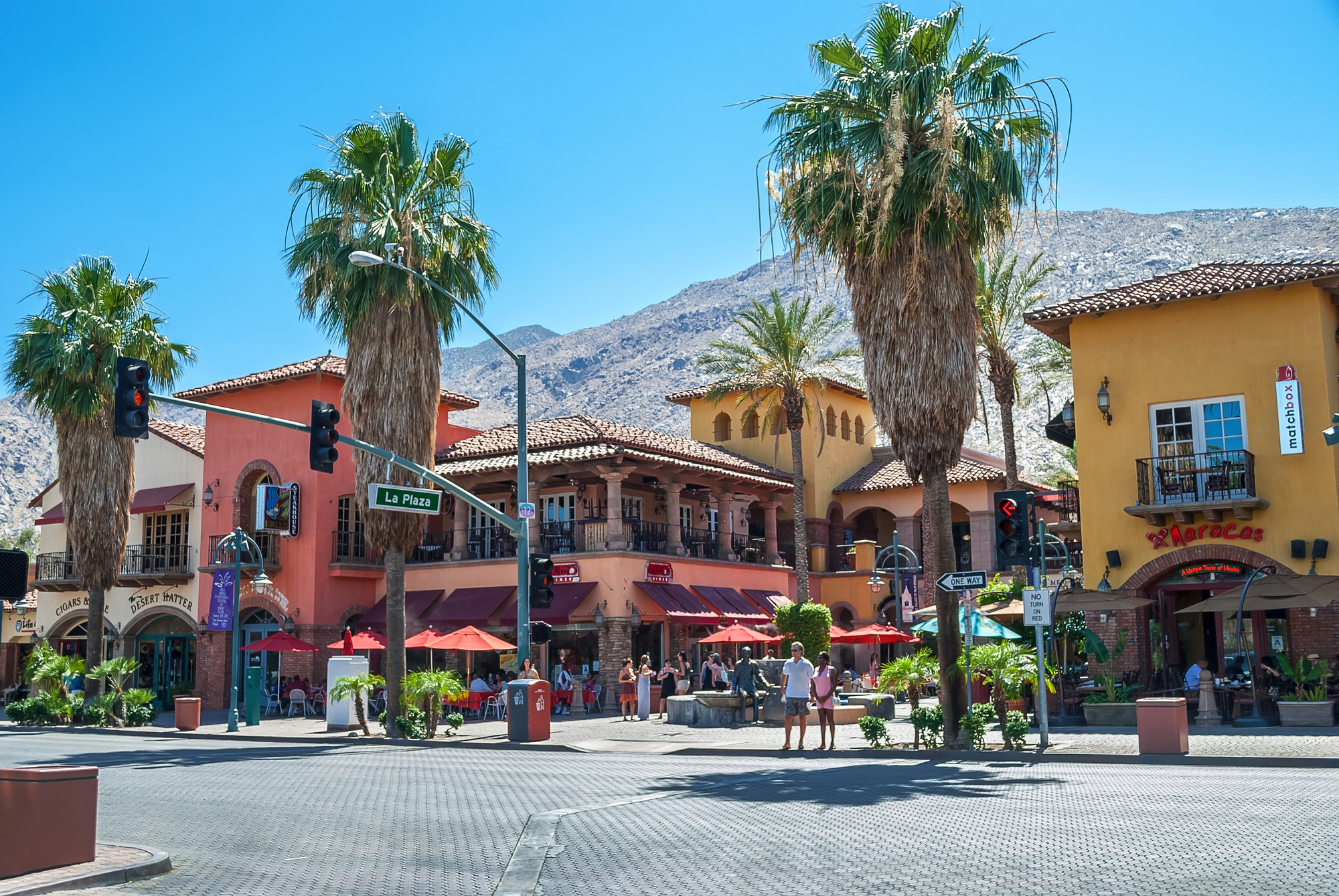 La Plaza shopping and restaurant area in Palm Springs