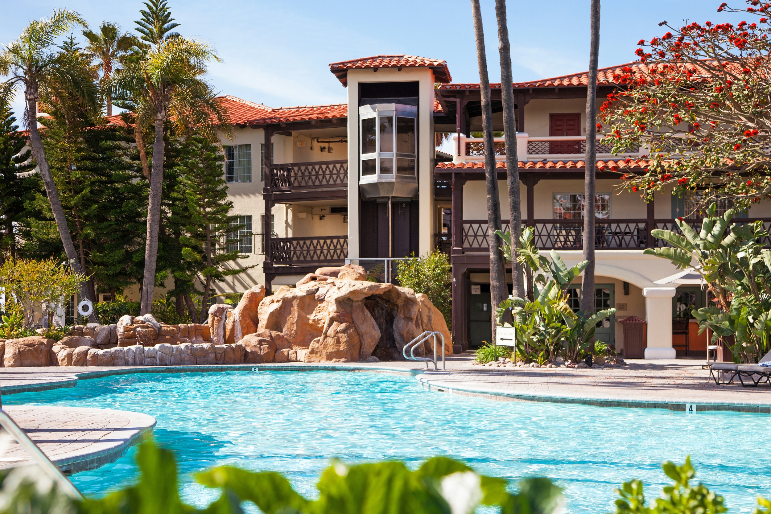 Embassy Suites Mandalay Beach Hotel & Resort
